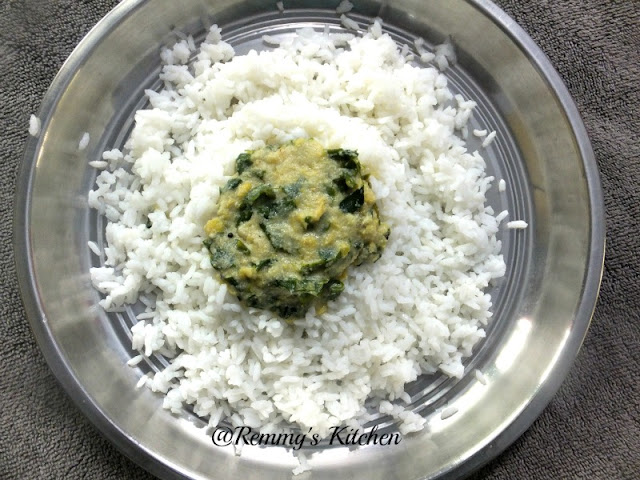 Muringayila parippu curry / Drumstick leaves and lentil in coconut gravy