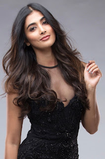 Pooja Hegde stunning Cute Beauty Instagram Fashion Blog