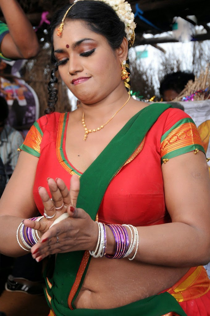 Telugu Old Age Actress Jayavani Spicy Navel Show Photos -8999