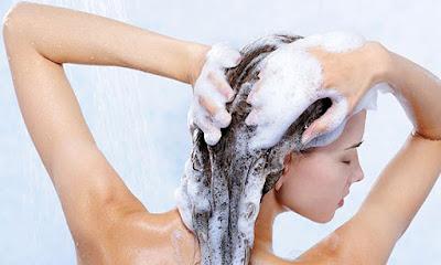 Lavar os cabelos todos os dias ajuda