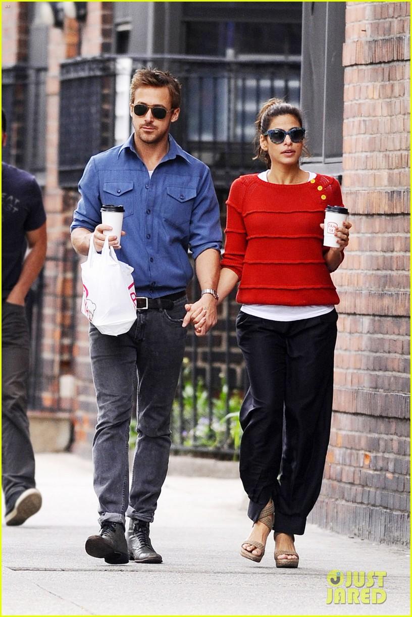 Celeb Diary: Ryan Gosling & Eva Mendes se tin de mana in ...