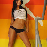 Andrea Rincon – Selena Spice – Sexy Top Blanco y Tanga Negra Foto 4