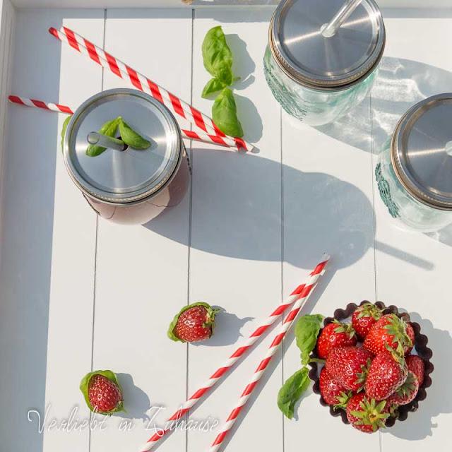 Rezept: Erbeer Basilikum Smoothie -Gläser auf www.verliebtinzuhause.de