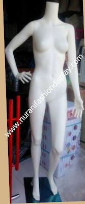 Patung Full Body Wanita tanpa kepala