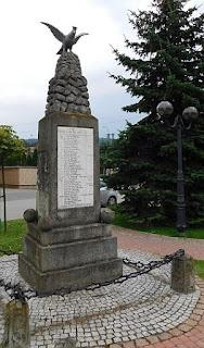 Pomnik poległych w latach 1914-1920 w Zembrzycach.
