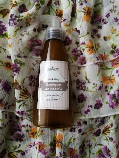 Delikatny szampon do włosów do skóry wrażliwej z olejem z czarnuszki z EcoKrem