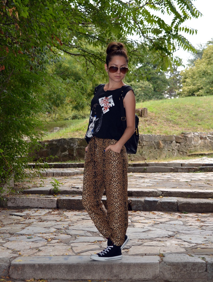 outfit, leopard print pants, black converse, alice t-shirt, black studded backpack