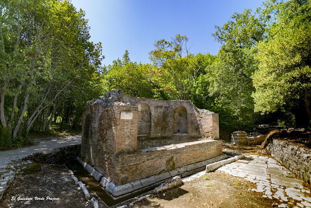 Fuente del s.II en Butrint - Albania por El Guisante Verde Project