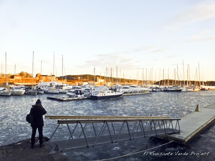 Puerto de Oslo congelado, invierno por El Guisante Verde Project