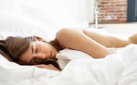 रात में बिना कपड़े सोने का बहुत फायदा है जाने इनको -Without clothes, they go to sleep at night is very good -