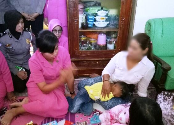 Ketua Bhayangkari Selayar, Kunjungi Bocah Korban Pencabulan
