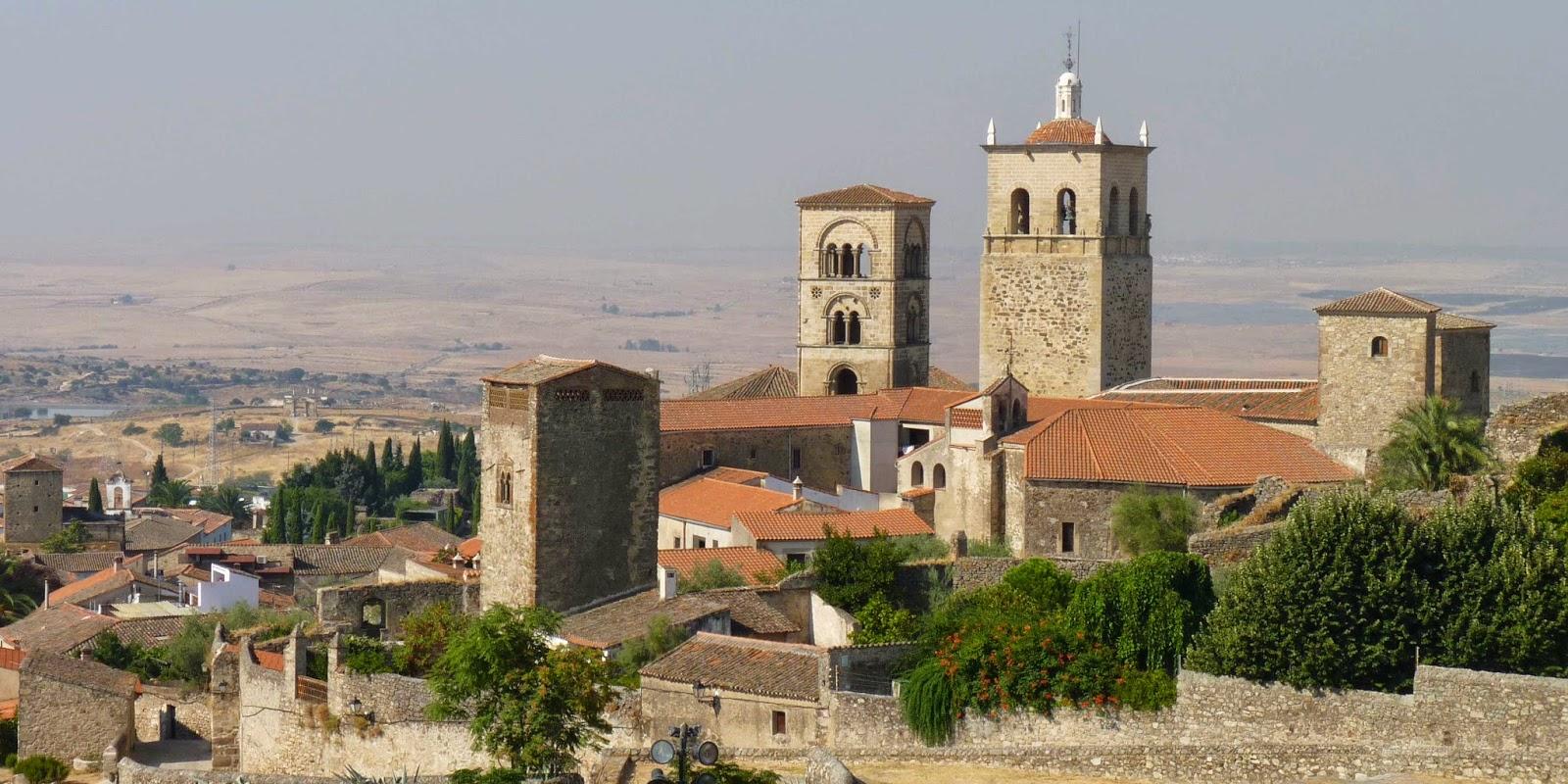 Vista de Santa María la Mayor desde la Alcazaba de Trujillo.