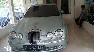 Bismilah....bantu jual jaguar taun 2000 mulus pajak off setaun 100 jt saja nego