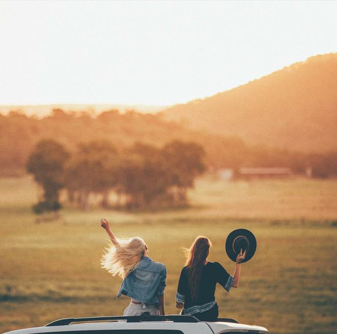 """2 Cô bạn thân xinh đẹp khơi dậy trào lưu """"đi du lịch khắp thế giới cùng cô bạn gái thân 8"""