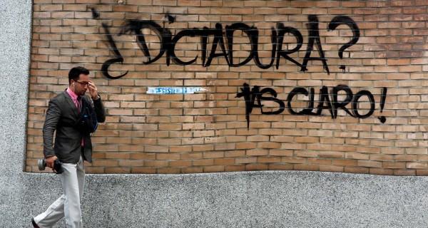 MADURO ESTA SOLO! Canciller de Argentina: La democracia en Venezuela está violentada