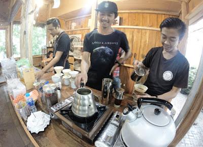 barista Armor Kopi tahura Bandung