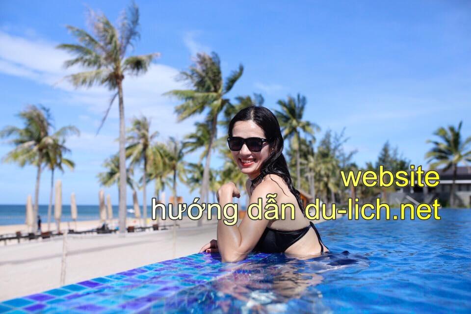 Relax tại bể bơi view biển của Novotel Phú Quốc