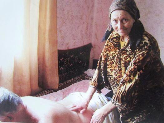 На Свалявщині є цілителька, яка бачить людину наскрізь, а хвороби діагностує і лікує пальцями