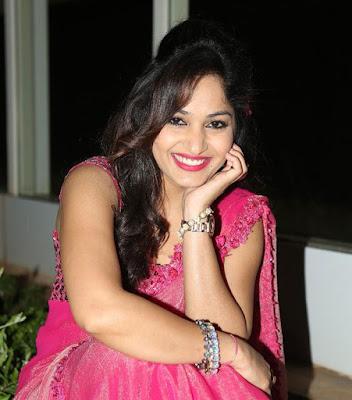 Anchor Madhavi Latha Profile Biography Biodata Family Photos