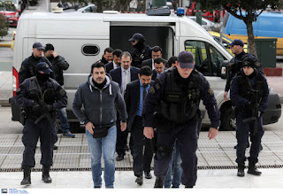 Ελεύθεροι οι οκτώ Τούρκοι αξιωματικοί μετά και το τρίτο ένταλμα έκδοσης