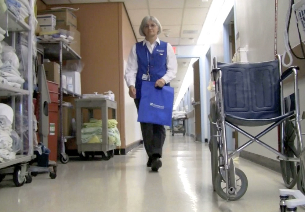 Volunteer ambassadors reach out to patients