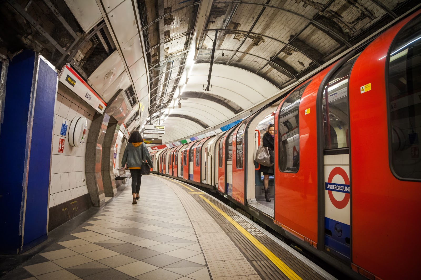 London Tube - The Oldest Subway in the World - Explore the World with Simon Sulyma