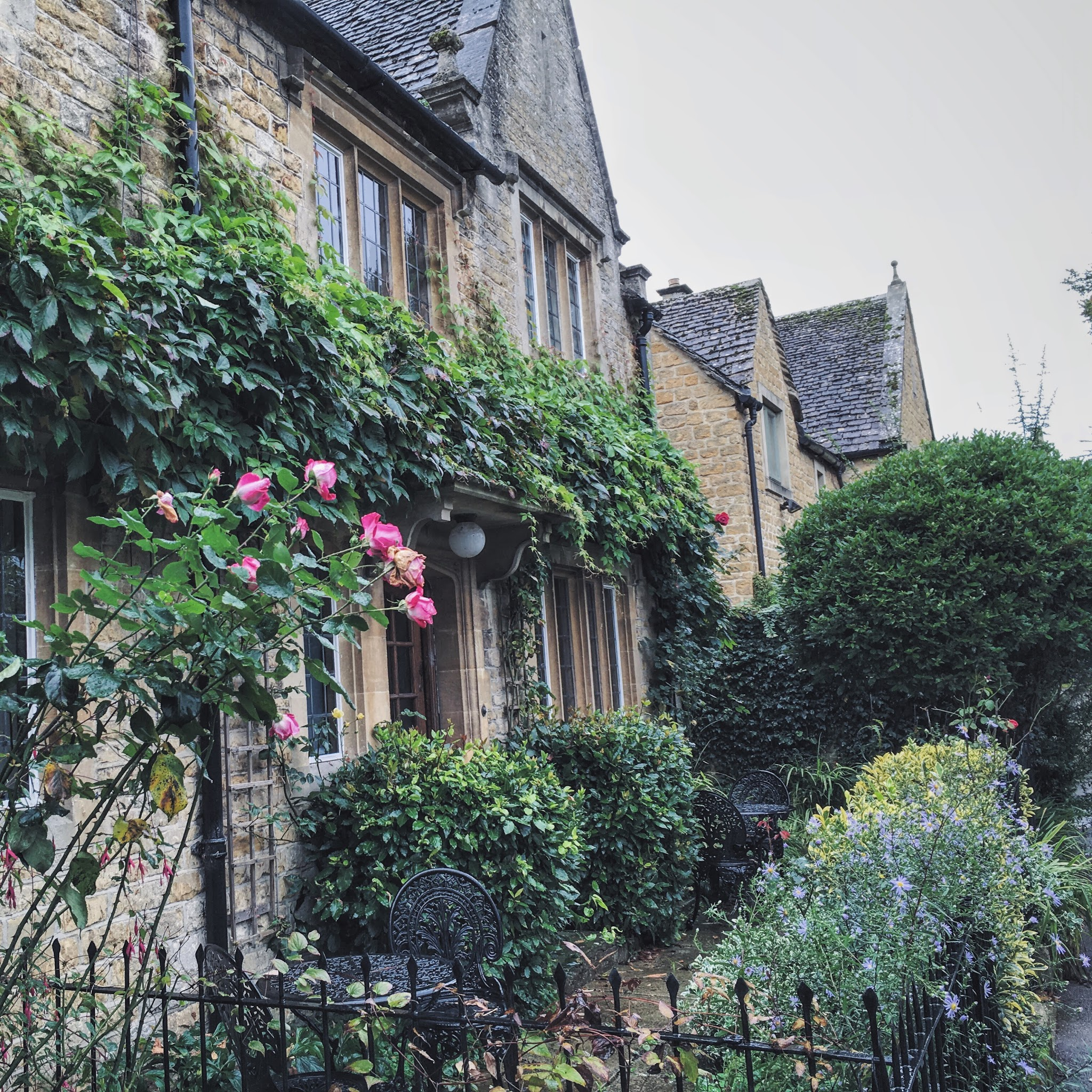 Pretty cottage in the Cotswolds with flowers