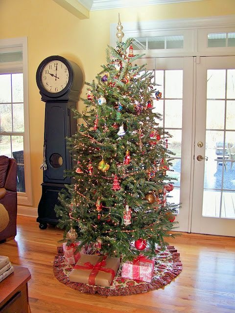 Traditional Christmas Tree-The Comforts of Home-Christmas Edition- How I Found my Style Sundays- From My Front Porch To Yours