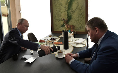 Vladimir Putin with Vadim Semenov, Mayor of Cheremkhovo, Irkutsk Region.