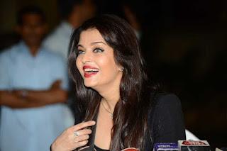 Aishwarya Rai Smiling Pic