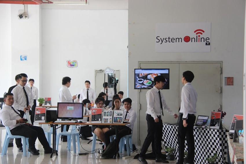 """ประมาลภาพ งานนำเสนอผลงานทางเทคโนโลยี ของนักศึกษาสาขาคอมพิวเตอร์ธุรกิจ """"งานขายหน้า"""""""