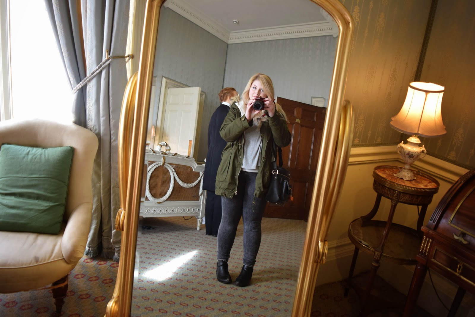 a mirror selfie of just myself inside one of the state rooms at warwick castle