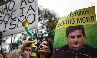 Para proteger Moro, febre de bandeiras verde-amarelas toma Curitiba