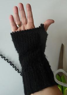 jak zrobić rękawiczki z rękawów swetra