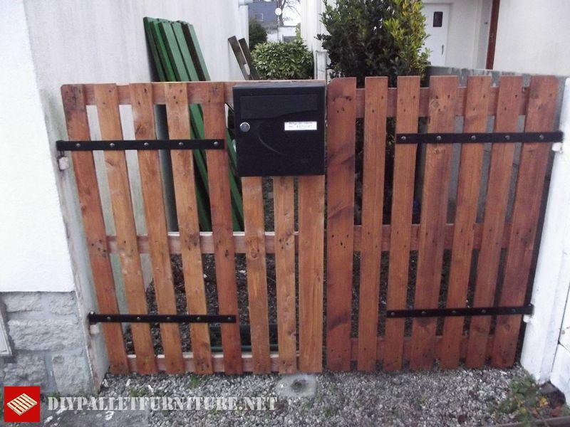 la estructura de unos palets enteros philippe do carmo ha construido esta magnfica puerta para el jardn de su casa