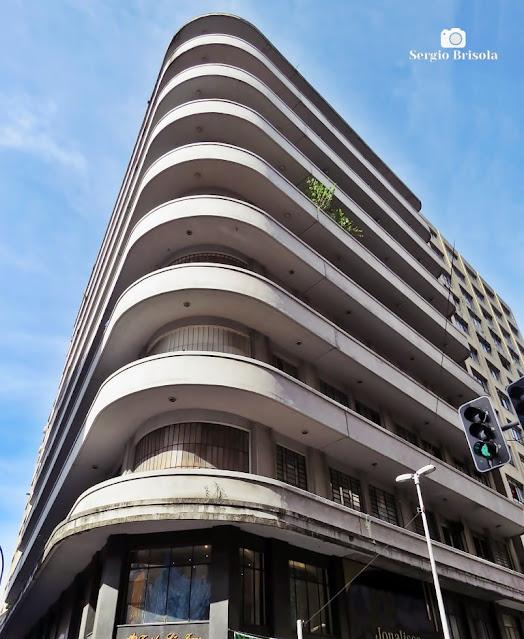Perspectiva inferior da fachada do Edifício XXV de Março - Centro - São Paulo