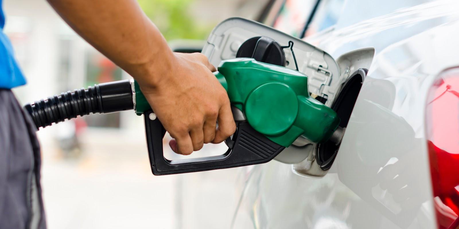Preço da gasolina e do diesel tem novos reajustes nas refinarias nesta sexta-feira