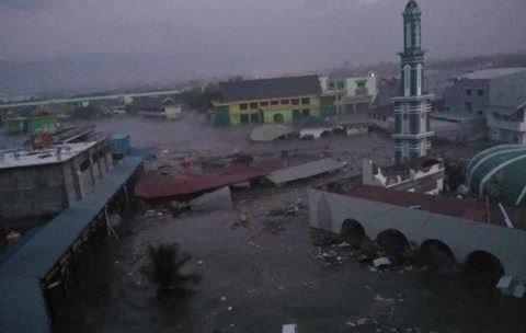 Cơn sóng thần cao 2m tấn công thành phố Palu của Indonesia