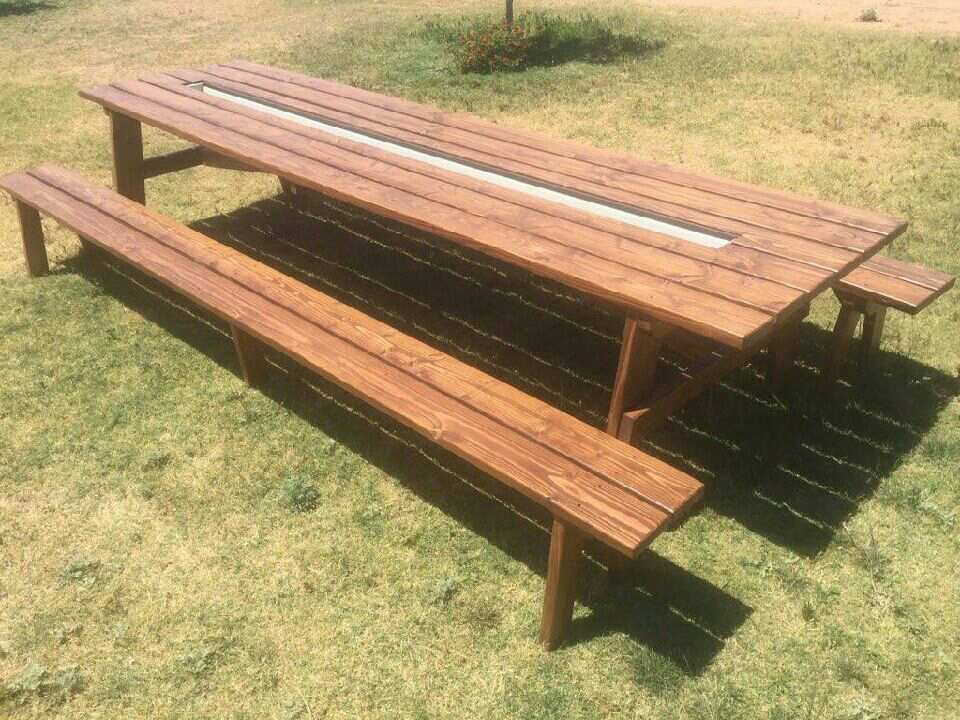 The Rusty Roost Ultimate Party Picnic Table With Ice