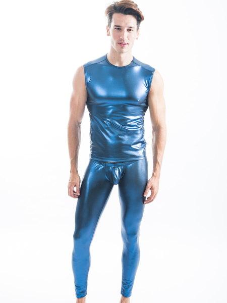 タイトな着用感のラバー風スパッツパンツ