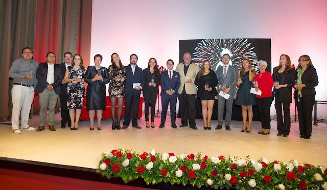 Alumni Awards premió a 17 graduados de la USFQ que han transformado el mundo