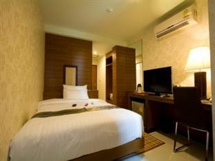 Best Price on The Berkeley Hotel Pratunam in Bangkok - Agoda
