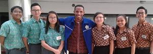 Penjelasan Tentang Konsep 5 W + 1 H dan Langkah-Langkah Membuat Tulisan Panjang oleh Martin Karakabu guru Bahasa Indonesia SMTK Bethel Jakarta
