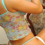 Andrea Rincon, Selena Spice Galeria 34 : Blue Jean Y Blusa Con Flores Foto 91