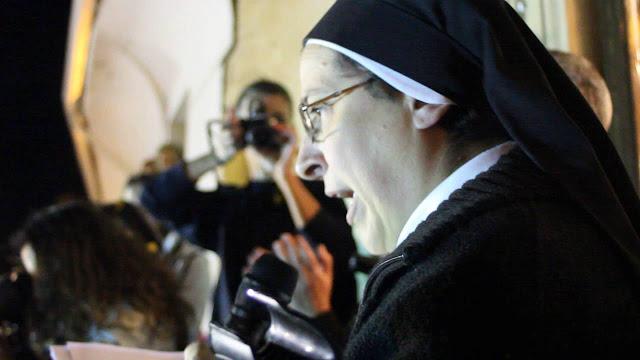 Sor Lucía Caram. faz a ponte entre a revolução social e a blasfêmia.