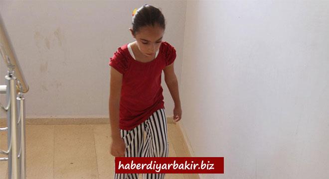 Diyarbakır'da ayakları çarpık olan küçük kız yardım bekliyor