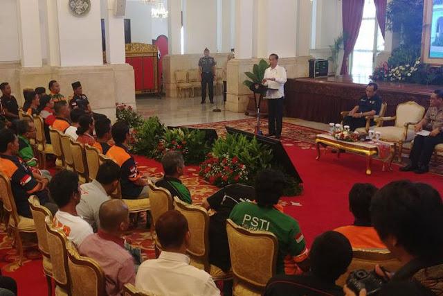 Ini Reaksi Jokowi Saat Supir Truk Curhat Praktek Pungli Dari Preman Hingga Polisi Langsung di Istana Negara