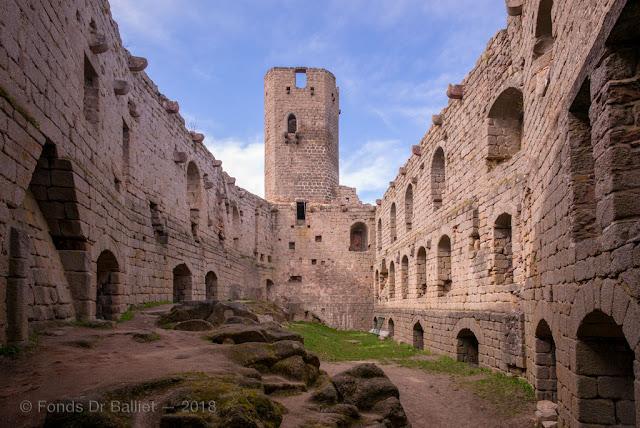 Haut château, le logis seigneurial et le donjon nord