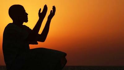 Hukum Mengusap Muka Setelah Berdoa