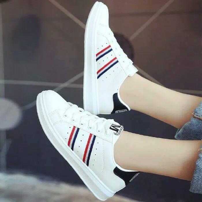 Sepatu Sneakers Wanita  Januari 2019 91b44ef3a4